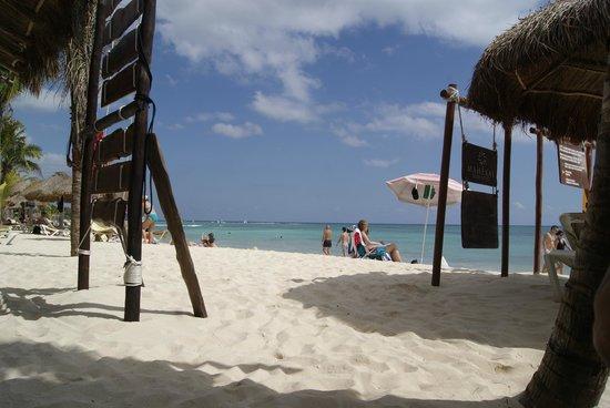 Mahekal Beach Resort: Praia exclusiva para hospedes