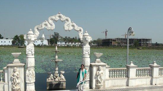 Rajgir: Jal mandir Pawaouri