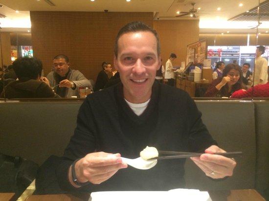 Din Tai Fung (Yee Wo Branch): Ralph eats like a champion