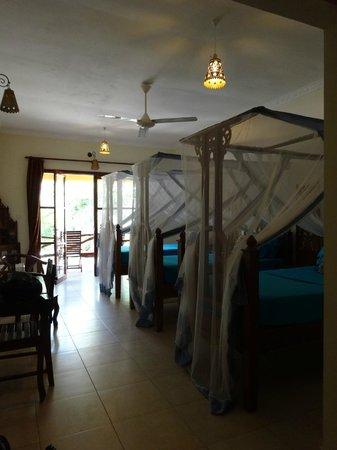 Sunset Kendwa : Princess beds! (3person room)