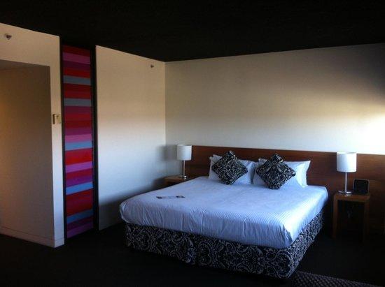 Jasper Hotel: Nice big king bed