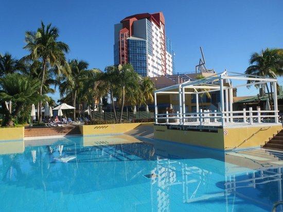 Meliá Santiago de Cuba: Pool area and the hotel