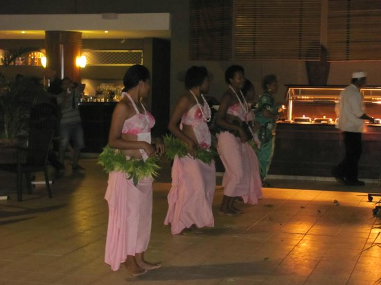 Sonaisali Island Resort Fiji: Traditional dancing after dinner