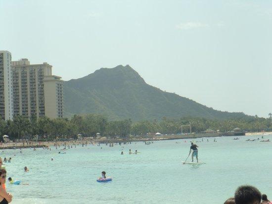Waikiki Beach: 週末は混んでる?