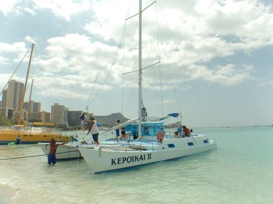 Waikiki Beach: 沖合に出てマリンスポーツを楽しめます