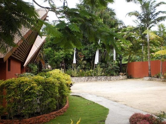Sunset Bungalows Resort: The resort entry