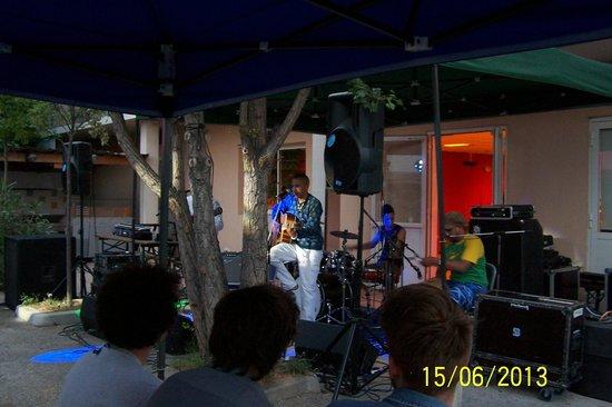 Auberge de Jeunesse: Concert en été