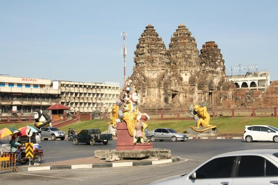 Phra Prang Sam Yot : Prang Sam Yot