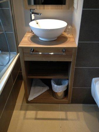 Hotel la Vallee Blanche: Chambre 34 rénovée : salle de bains, détail