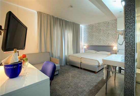 """Hotel San Antonio: Standard dbl room situated in hotels' annex building named """"Jona"""""""