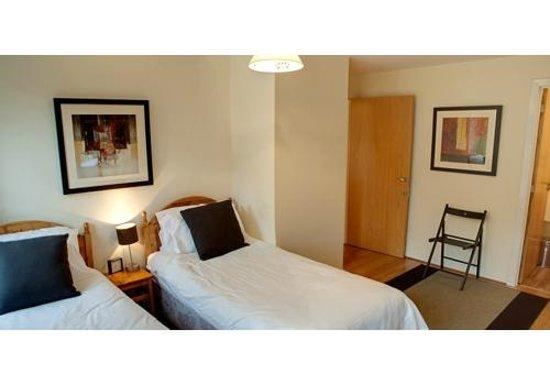 Lets Edinburgh: bedroom