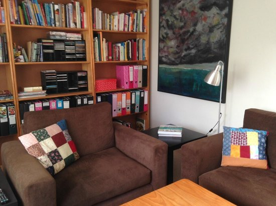 Chez Ray: guest lounge