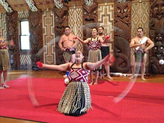 Waitangi Treaty Grounds : Poi