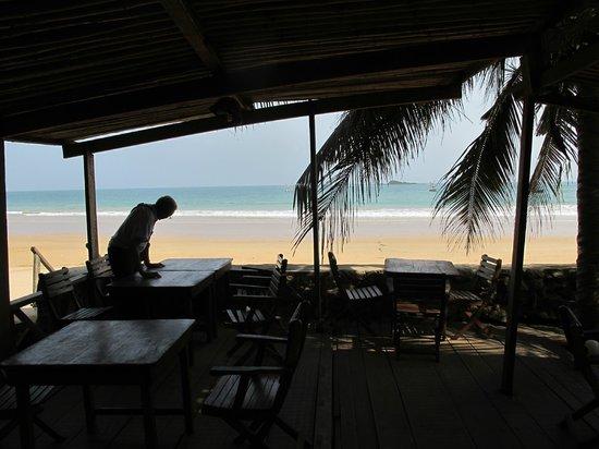 Busua Inn: Terrasse ombragée