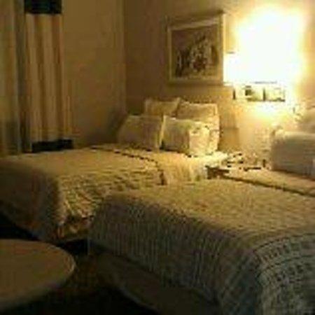 Four Points by Sheraton Galerias Monterrey : bedroom