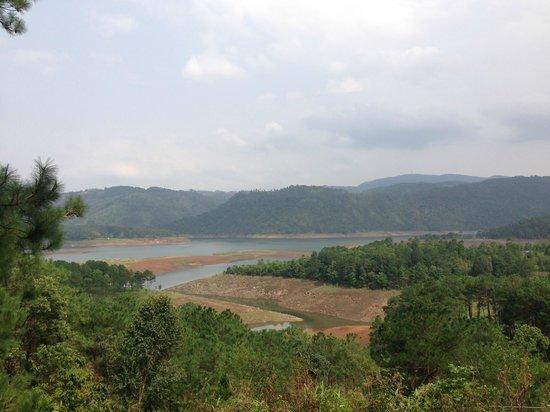 Ri Kynjai: View of the lake