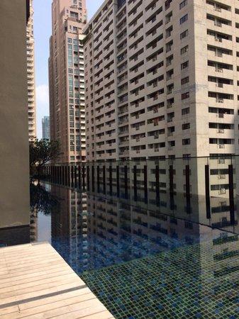 Hansar Bangkok: 游泳池