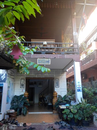Happy Guest House: main entrance