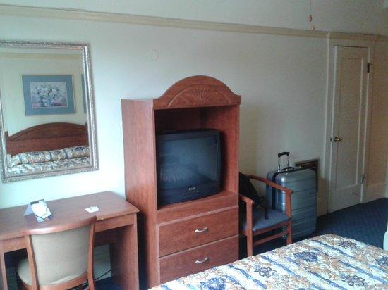 Monarch Hotel : Room