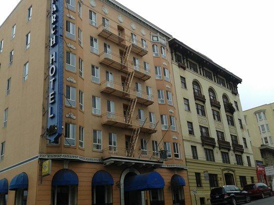 Monarch Hotel : Hotel
