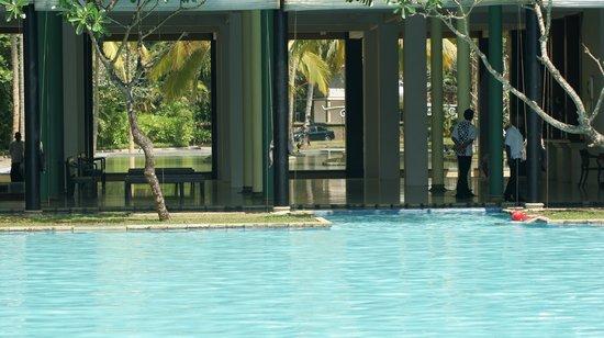 Heritance Ahungalla: Main pool