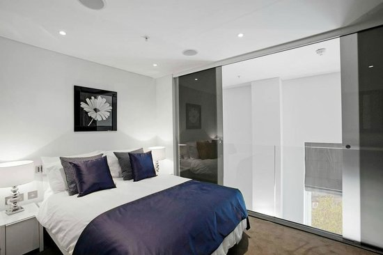 Apple Apartments - The Strand: Mezanine rooms