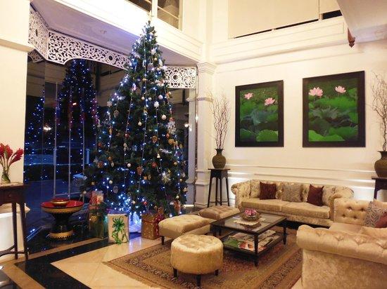 Dhavara Hotel: Lobby during Christmas