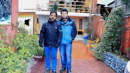 Hotel JH Bazaz (Happy Cottage): With Mr Sarwar Hussain