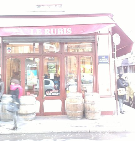 Le Rubis : facing the restaurant