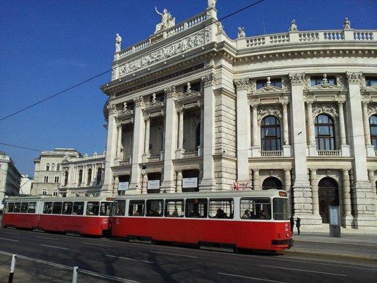 Ringstrasse: Кольцевой трамвай