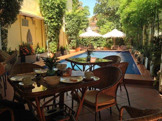 Manor House Boutique Hotel: Frühstück am Pool