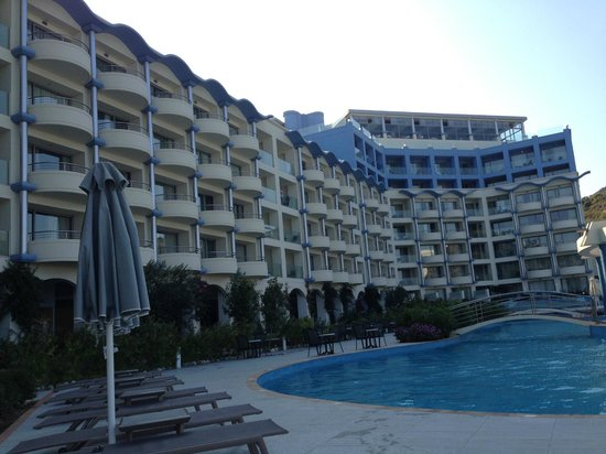 Atrium Platinum Hotel : Front of hotel