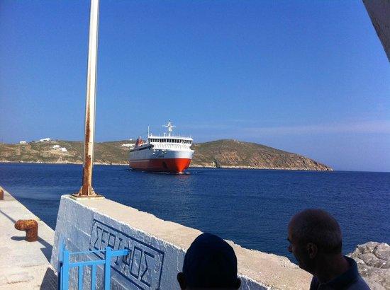 Coralli Camping: Καθώς φθάνουμε με το πλοίο