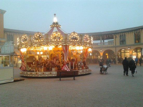 Natale 2013_piazza Maggiore - Picture of Valdichiana Outlet ...