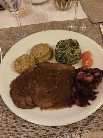 Brusio, Zwitserland: Hauptgang Brasato mit Polenta