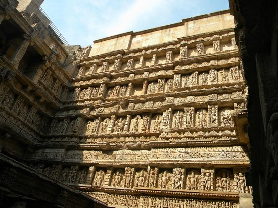 Rani Ki vav: carving on the walls