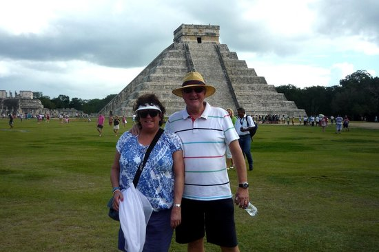 Cancun Passion: Happy Tourists!