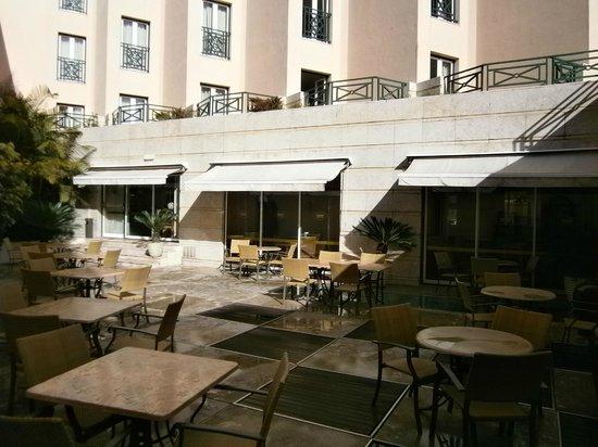 Real Palacio Hotel: Outside area off the bar