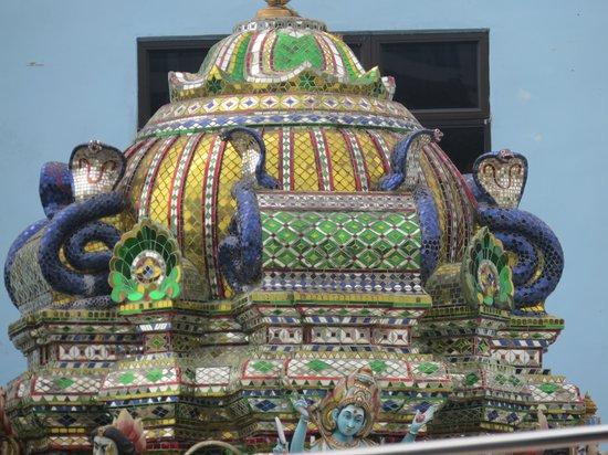 Arulmigu Sri Rajakaliamman Glass Temple: Closer Look