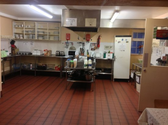 Neptunes Hostel: Large kitchen at Neptune's Hostel.  Open Til 10:30 pm. You can use the fridge. Cook your own din