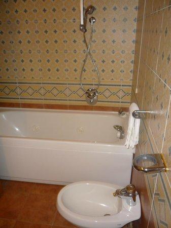 Hotel Residence San Gregorio : Vasca idromassaggio