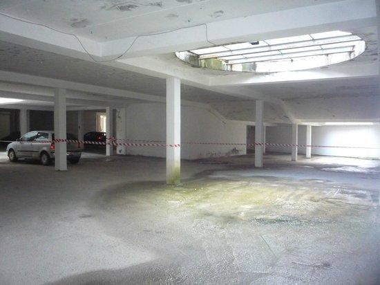 Hotel Residence San Gregorio : Parcheggio interno