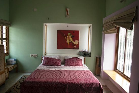 BnB Ahmedabad: 2nd Floor Deluxe Room Bed