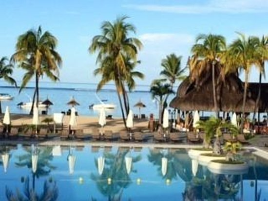 Sofitel Mauritius L'Imperial Resort & Spa: Swimming Pool and beach