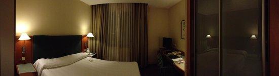 NH Barcelona Centro: Room
