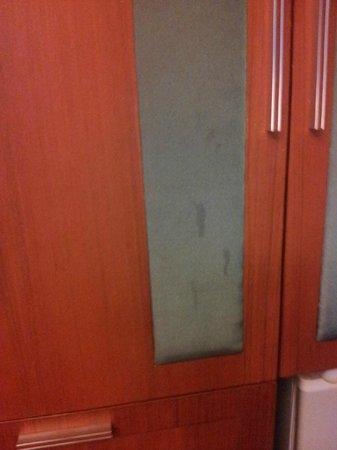 P.P. Erawan Palms Resort: Stains on wardrobe