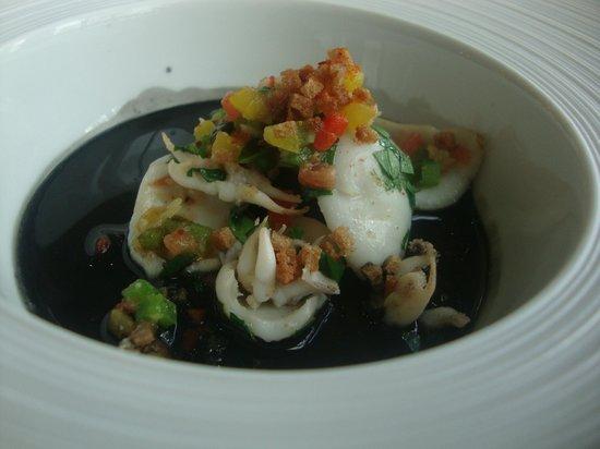 Maison Decoret : Soupions  sauce encre de sêche ,piment d'Espelette