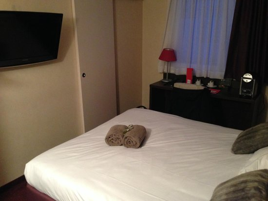 Kanai Hotel : chambre et accès salle de bain