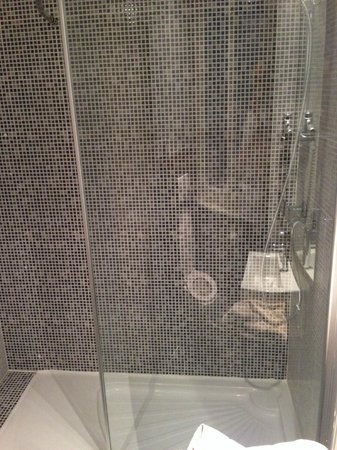 Kanai Hotel : douche