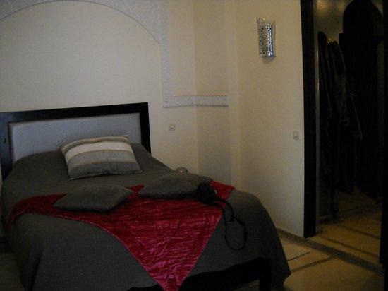 Riad Alboraq : chambre grise
